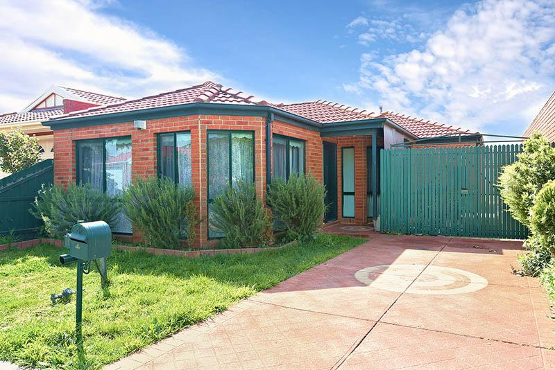 16-Mackellar-Drive-Roxburgh-Park-VIC-3064-Real-Estate-photo-1-large-9568392