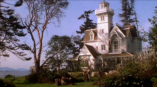 Practical-Magic-movie-house-exterior