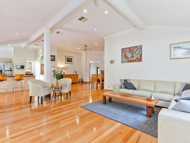 We love this Kallaroo home currently on the market for its relaxed feel, high ceilings and wooden floors and open spaces.